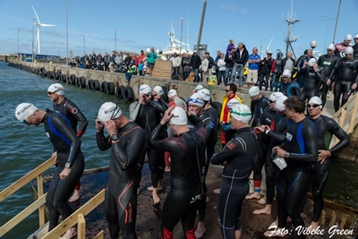 Start des Triathlons in Hvide Sande